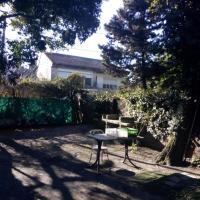 Habitación pequeña en casa de familia