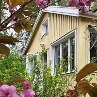 Three-Bedroom Holiday home in Alingsås, hotel in Tollered