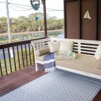 Kookas Nest - waterfront home, tranquil setting, hotel em Dunbogan