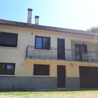 Location de vacances à Gourdon en Bouriane (46), מלון בגורדון-אן-קרסי