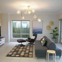 Luxury Waterfront Villa in Sanctuary Lakes, hotel in Point Cook