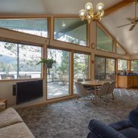 3 Bed 2 Bath Vacation home in Lake Coeur d'Alene