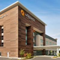 La Quinta Inn & Suites by Wyndham Burlington, hotel in Burlington