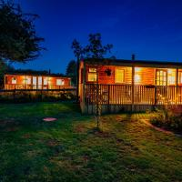 Cherry Tree Glamping, hotel in Stroud