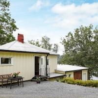 One-Bedroom Holiday home in Bullaren, hotell i Stabäckehult