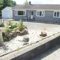 Blodeuen - Sunny spacious rural bungalow with gardens and views