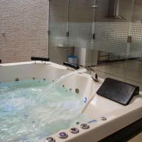 Casa com 2 quartos e banheira de Hidromassagem, hotel in Trindade