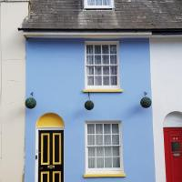 Charming grade 2 listed house with free parking