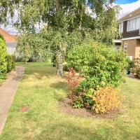 Homely & Cosy Birch Close House with Free Parking & Sleeps 8