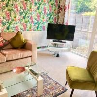 Homely Birch Close House with Free Parking & Sleeps 8