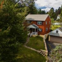 Entire House for 6 people with Fenced Backyard near Doylestown