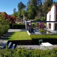 Carrera - Ferienhaus mit Traumgarten (120m2) für max. 2 Personen, hotel in Valendas