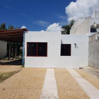 Casa en Mahahual cerca de la playa, hotel in Mahahual