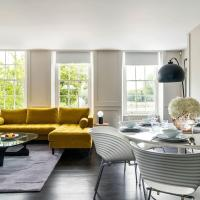Architect Designed 2 Bed 2 Bath Flat across Kew Gardens w Huge Beds