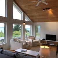 Private Waterfront Luxury on the Bras D'Or Lake, hotel em Sydney Forks
