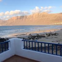 Playa de Caleta de Famara, hotel en Famara
