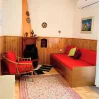 Traditional penthouse with mountain view, hotel in Grevena