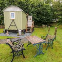 Shepherds Hut - The Crook, hotel in Milford Haven