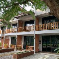 Red Coral Villa, hotel in Tanjung Rhu