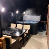 Moonlight Ridge - luxury lodge with hot tub