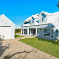 Middle Rock Beach House - Beach Front, Lake Cathie