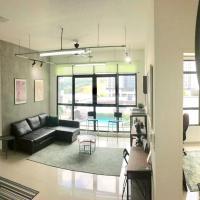 Conezion IOI Putrajaya (Rustic Suite, 3 Bedrooms, 2 Baths, WiFi, Pool & City View) by MRK