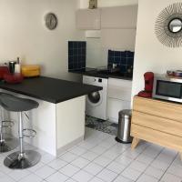 Appartement T2 refait à neuf, piscine et garage, hotel in Quiberon