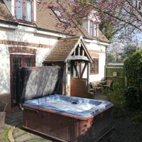 Measure Cottage - Sleeps 6 - Private Hot tub and garden