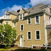 Comfy Guest Suite in Victorian Mansion, near Town Center