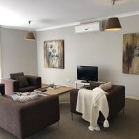 The Old Coolstore - Jonathon Apartment, hotel em Merricks North