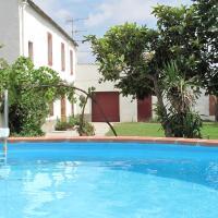 Splendid Mansion in St Marti Sarroca with Garden, hotel en Sant Martí Sarroca