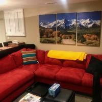 Denver Blue Bear Den 3BR 2BA Private Apartment, hotel in Denver