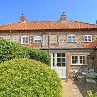 Charming holiday home in Blakeney with Garden