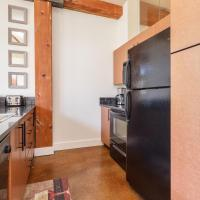 JUST LISTED, GORGEOUS, sleeps 4, air conditioning,laundry, dishwasher, and more!