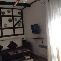 Домик Орандж на Куршской косе, hotel in Rybachiy