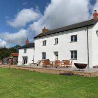 Higher Crowdhole Stunning 5 Bedroom Cottage, hotel in Rackenford