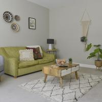 Old Chambers City center apartment, spacious and free parking!, hotel in St. Ives