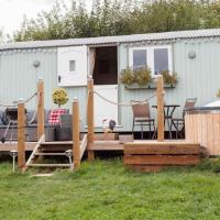 Shepherds Hut with Hot Tub