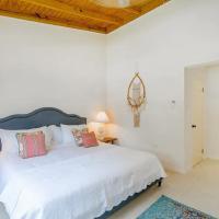 New 3-bed on Hip Strip, Beach access, Sleeps 8