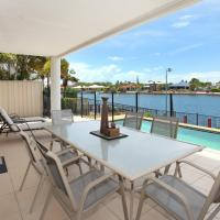 St Lucia 11 - Four Bedroom Canal Home with Pool, hotel em Buddina