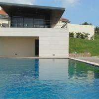 Lovely 2 bed family apartment with pool