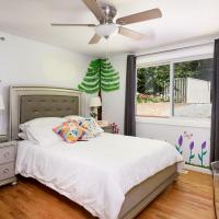 Redmond Tech House Princess Room w/shared Bath