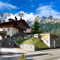 Casa Civetta, Prestige Cottage, stunning view!, hotel in Val di Zoldo