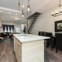 Spacious Townhouse with Rooftop Deck