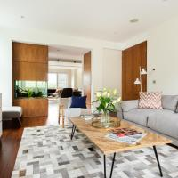 The East Finchley Retreat - 6BDR House with Swimming Pool, Garden, Parking, Pool Table Room