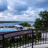 Summer Breeze and Sea View in 2-BDR Apartment, hotel sa Arapya