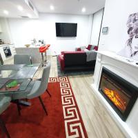 Lavish Quarters - 2 bed 2 bath, parking, sleeps 5, indoor & outdoor pool, spa and sauna and gym