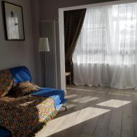 Quiet and bright apartment in Otrada, отель в Отрадном