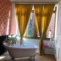 Quiet Love Nest Versaille style, 200m from train station, restaurants and bars