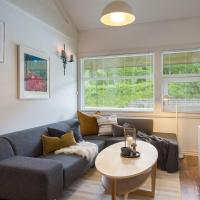 Actif apartment for 5 persons, hotel in Al